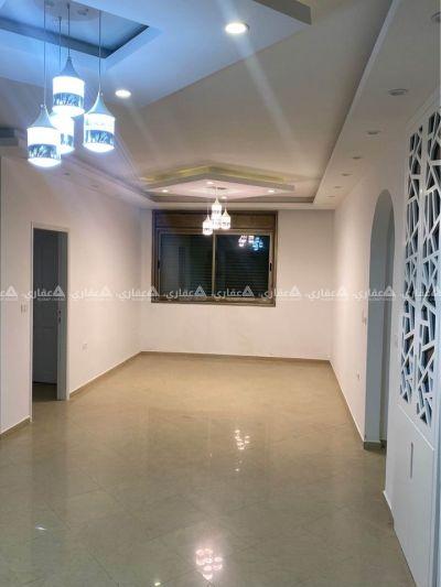 شقة للبيع بالقرب من دوار نبيل عمرو.